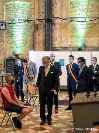 Koning bezoekt vaccinatiecentrum Beringen-Tessenderlo - Het Belang van Limburg