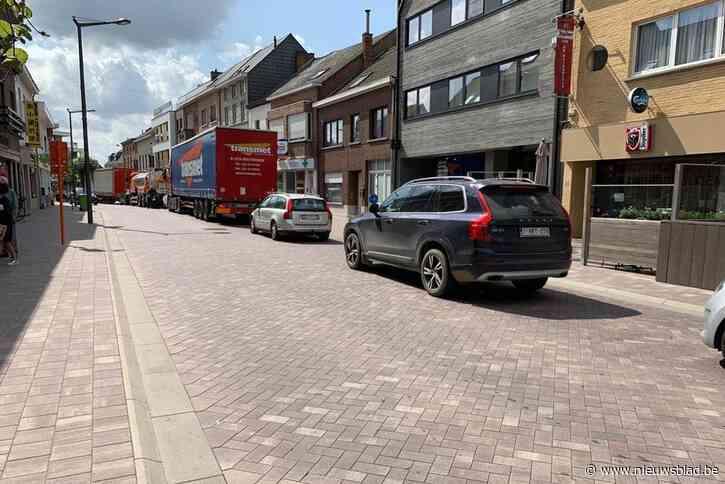 """Mechelbaan (N15) kraakt onder verkeersdrukte: """"We kunnen als gemeente weinig doen"""""""