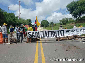 Movimientos estudiantiles bloquearon vías de San Jacinto, Bolívar - http://www.radionacional.co/