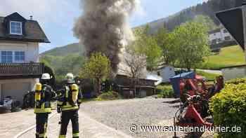 Brand in Harbecke: Scheune in Flammen - Feuerwehr im Großeinsatz - SauerlandKurier