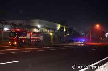 Motorista perde controle e bate em poste na BR-116 em Esteio; passageiro ficou preso nas ferragens - Agência GBC