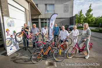 Fietsbieb leent fietsen aan kinderen uit