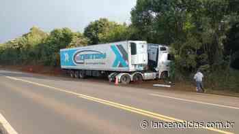 Carreta sai da pista na BR-282, em Xaxim - Lato