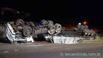 Condutor fica ferido após carreta tombar na BR-282, em Xaxim - Lato