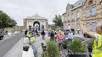 """""""Bravo voor de velo"""": fietsers krijgen hartelijk applaus bij Menenpoort - Het Nieuwsblad"""