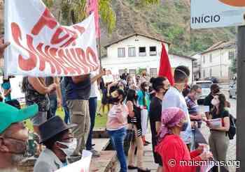 Manifestantes vão até a Prefeitura de Ouro Preto pedir a saída da Saneouro - Mais Minas