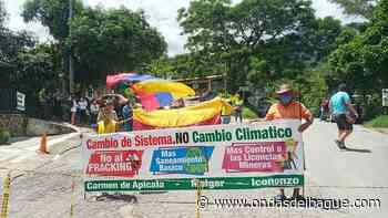 Manifestantes bloquean a esta hora la vía Melgar - Icononzo - Ondas de Ibagué