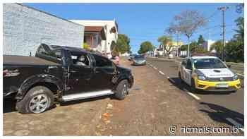 Bandidos perdem controle e capotam caminhonete roubada, em Santa Izabel do Oeste - RIC Mais