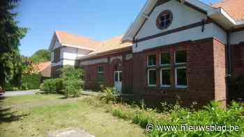 Oud gemeentehuis en schooltje Broekom staat te koop