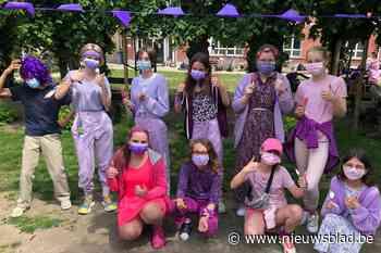 Speelplaats kleurt paars tegen homofobie (Wachtebeke) - Het Nieuwsblad