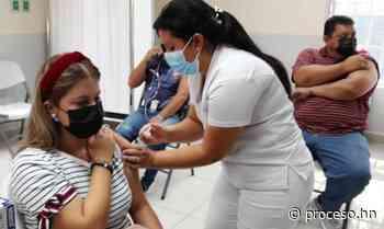 Periodistas de Santa Bárbara también son inoculados contra el COVID-19 - Proceso Digital
