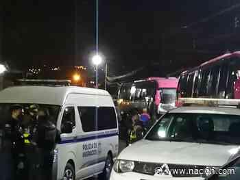 Policía intercepta dos buses en Cartago con 49 extranjeros en condición migratoria irregular - La Nación Costa Rica