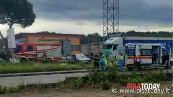 Camion contro auto a Calcinaia: morta una donna - PisaToday
