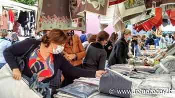 Il mercato de Gli Ambulanti di Forte dei Marmi a Ostia Lido - RomaToday