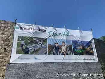 Großes Danke-Banner für alle Schloss-Retter*innen