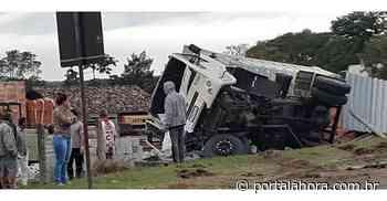 SUSTO: Grave acidente entre carro e caminhão em Garopaba nesta quinta-feira por pouco não se transforma em tragédia - Portal AHora
