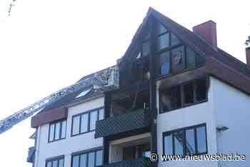 Zware brand legt appartement in de as, bewoners ongedeerd - Het Nieuwsblad