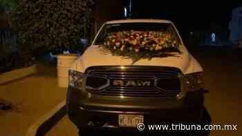 ¡De terror! Balean camioneta en Caborca y dejan una corona de flores sobre el cofre - TRIBUNA