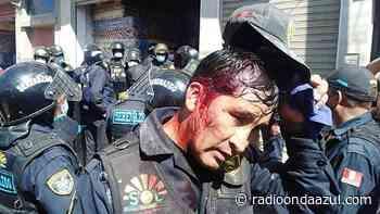 Juliaca: Comerciantes hieren en la cabeza a sereno municipal durante operativo de reordenamiento en la plaza San José - Radio Onda Azul
