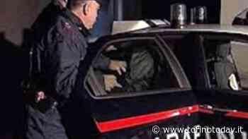 Violenza a Leini. Sfascia tutto quel che trova in casa e picchia il patrigno, poi aggredisce i carabinieri: arrestato - TorinoToday