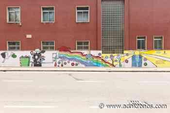 """Nasce a Cinisello Balsamo il primo murale """"mangia smog"""". Realizzato dagli studenti, e' un'opera capace di neutralizzare l'inquinamento prodotto dalla circolazione di 2.200 auto in un anno. - Adnkronos"""