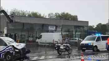 Politie crasht onderweg naar interventie: drie mensen gewond