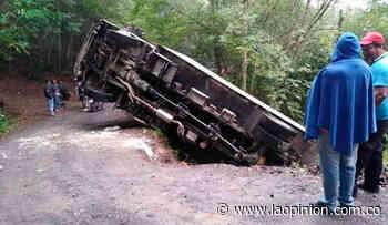 Camión se volcó en la vía a Ragonvalia | Noticias de Norte de Santander, Colombia y el mundo - La Opinión Cúcuta