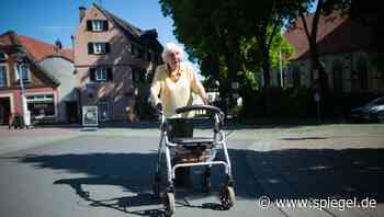 Münsterland: 97-Jährige sammelt mit Rollator-Touren Spenden für Schulessen - DER SPIEGEL