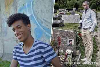 """Papa van Sanda Dia vergaf Reuzegommer bij graf van zijn zoon: """"Ik zal u pardonneren. Ik ben bozer op uw ouders"""""""