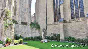 Bergues remercie Paulette et Yves d'avoir transformé l'arrière de l'église en jardin verdoyant - La Voix du Nord