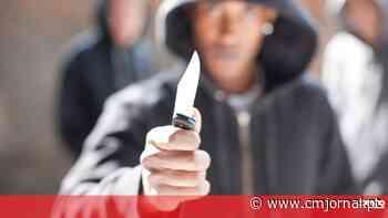 Homem detido por roubar e agredir quatro pessoas na Amadora - Correio da Manhã