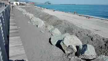 Voltri, lavori antierosione in ritardo. La spiaggia è inaccessibile - GenovaToday