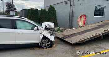 Police investigate after vehicle crashes into Alliston, Ont., McDonald's drive-thru - Global News