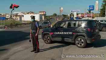 Lentini, prova a sfondare la vetrina della macelleria con l'auto: all'arrivo dei Carabinieri scappa ma viene bloccato - Siracusa News - Siracusa News