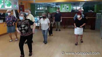 El guateque más esperado: 103 mayores (vacunados) vuelven a la 'discoteca' antes que sus nietos - Vozpópuli