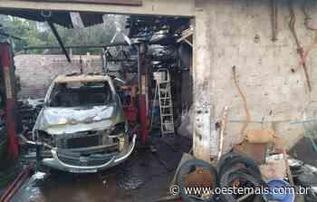 Incêndio é registrado em oficina mecânica e depósito em Palmitos - Oeste Mais