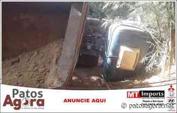 Motorista morre após caminhão carregado com argila tombar na zona rural de Patrocínio - Patos Agora