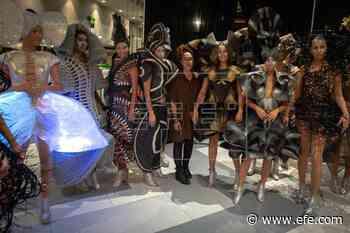 Un desfile de Celia Ledón cierra la exposición de Manolo Valdés en Florida - EFE - Noticias