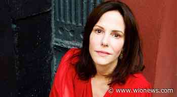 `Weeds` star Mary-Louise Parker joins Natalie Portman in `The Days of Abandonment` - WION