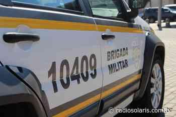Homem fica ferido após colidir em carro estacionado em Flores da Cunha | Grupo Solaris - radiosolaris.com.br