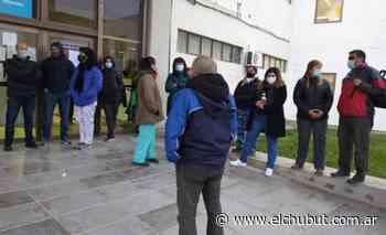 Asamblea de trabajadores del Hospital Ísola de Puerto Madryn - Diario EL CHUBUT