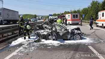 Saarwellingen: Frau (20) nach Rettung aus Flammen-Auto gestorben - BILD