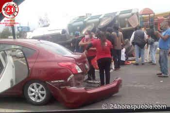 Se registra aparatoso choque entre camión y automóvil en Atlixco - 24 Horas El Diario Sin Límites Puebla