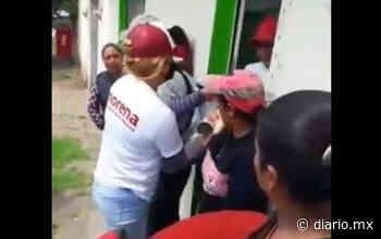 Reparten despensas a nombre de Morena en Perote, Veracruz - El Diario