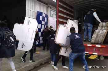 Elecciones 2021: despliegan material electoral a 270 locales de votación en Huancayo - Agencia Andina