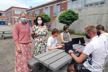Campus MAX STEM ontvangt laptops van Chevron Phillips - Het Belang van Limburg