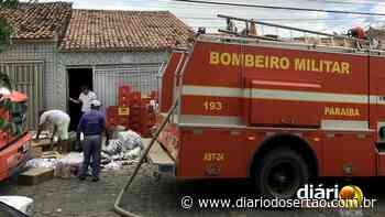 VÍDEO: Imagens inéditas mostram ação de bombeiros para combater incêndio em Cajazeiras e evitar tragédia - Diário do Sertão