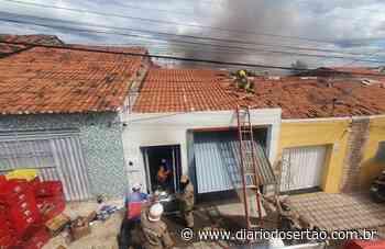 Bombeiros combatem incêndio em depósito de supermercado no Centro de Cajazeiras - Diário do Sertão
