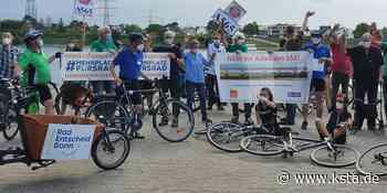 Niederkassel: Hunderte Radler demonstrieren gegen geplante Brücke - Kölner Stadt-Anzeiger