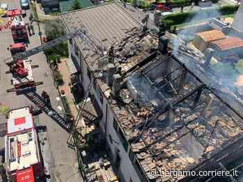 Dalmine, incendio distrugge un tetto - Corriere Bergamo - Corriere della Sera